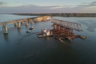 Выполнен план 2017 года по монтажу пролетных строений нового моста через реку Дон