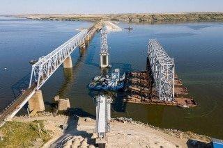 Завершён монтаж пролётных строений железнодорожного моста через Дон
