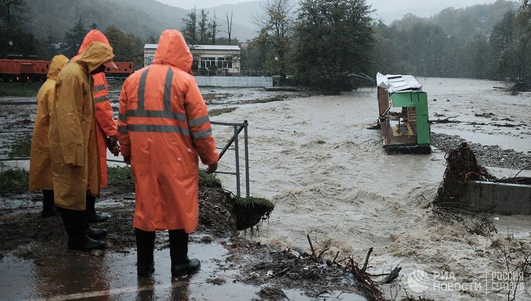 В селе под Туапсе строят новый мост вместо разрушенного наводнением