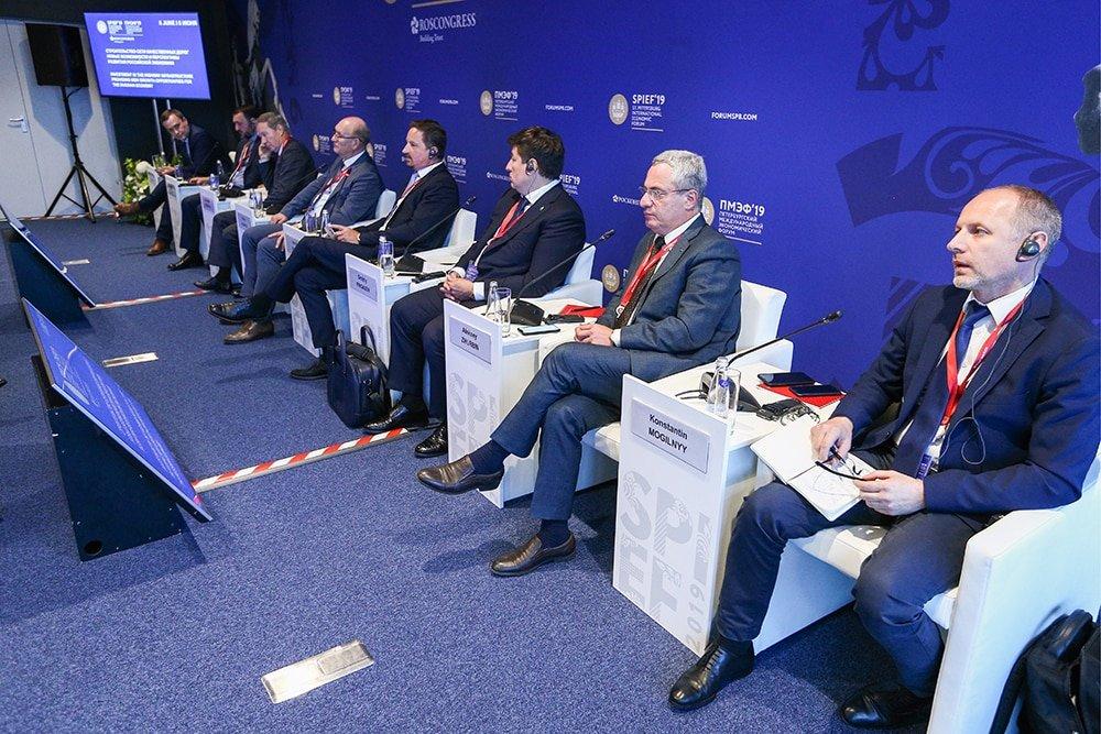 На ПМЭФ-2019 обсудили перспективы строительства цементобетонных дорог