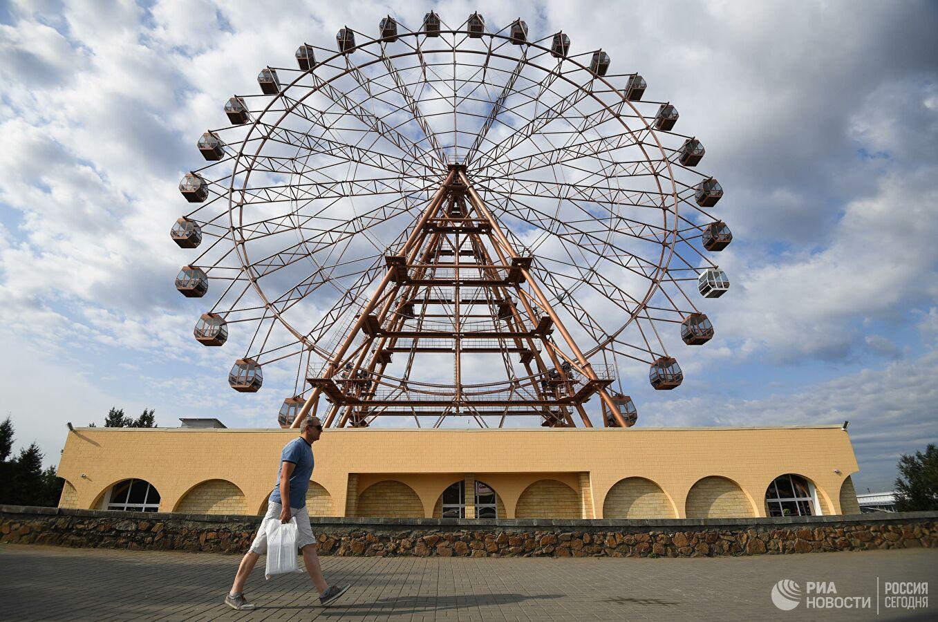 В Новосибирске запустили самое высокое за Уралом колесо обозрения