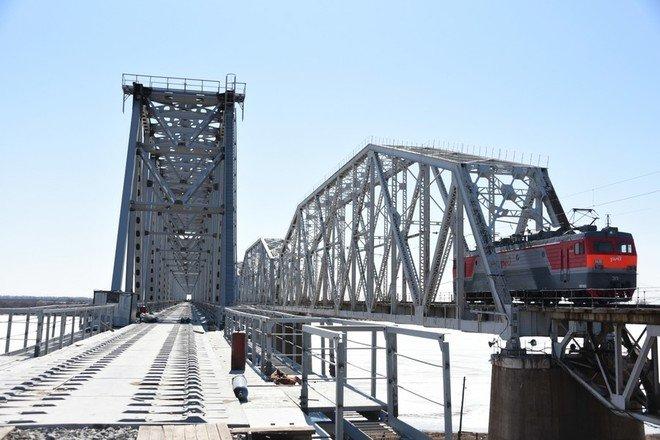 В Амурской области официально открыли новый железнодорожный мост через реку Зея